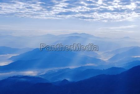blau farbe berge sonnenstrahlen horizontal outdoor