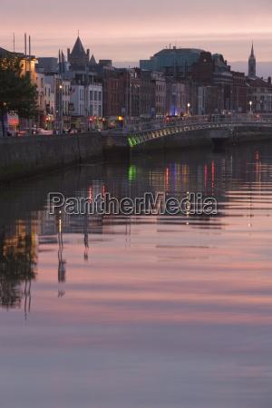 river liffey at dusk hapenny bridge