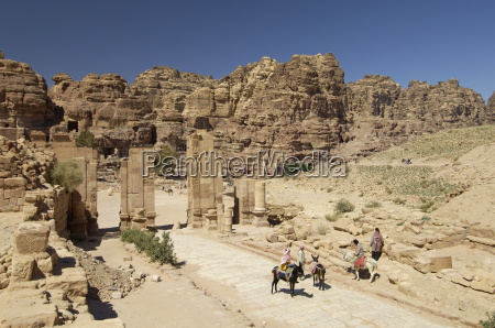 the arched gate petra unesco world