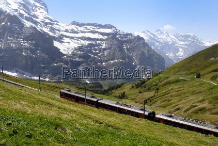 train from kleine scheidegg on route