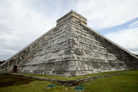 kukulkan pyramid mesoamerican step pyramid nicknamed