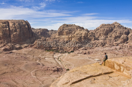 maenner mann fahrt reisen berge wueste