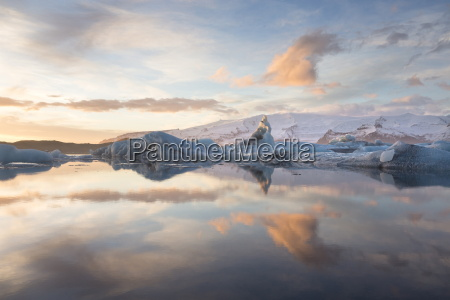 winter sunset over jokulsarlon a glacial
