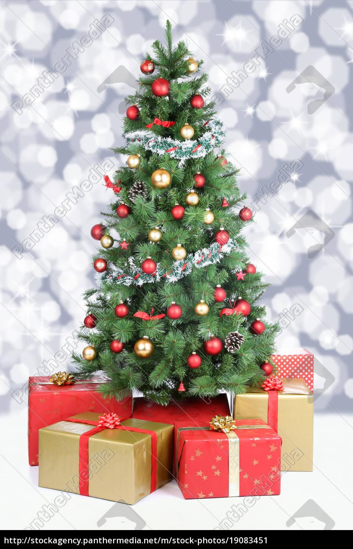 Dekoration Weihnachtsbaum.Lizenzfreies Bild 19083451 Weihnachtsbaum Weihnachten Dekoration Schnee Schneien Lichter