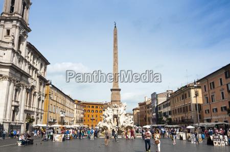 fontana dei quattro fiumi topped by