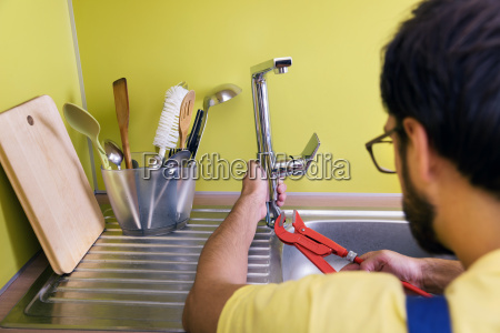 klempner installation reparatur von wasserhahn in
