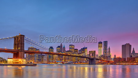 brooklyn bruecke und manhattan in der