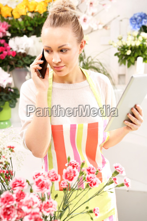 flower accepts telephone order for a