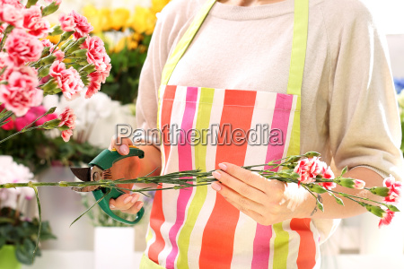trim the stems of flowers