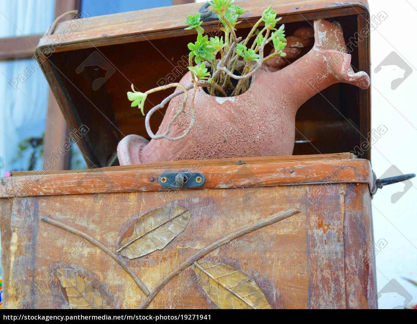 amphora, in, terrakotta, dient, als, blumentopf. - 19271941
