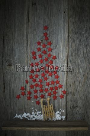 rote sterne geformt wie ein weihnachtsbaum