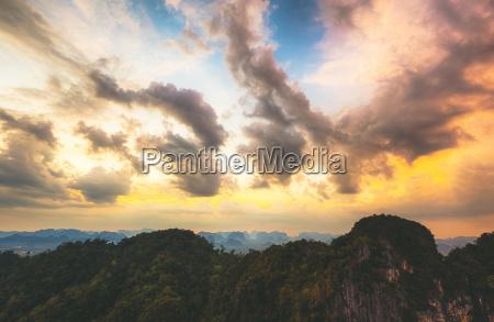 thailand blick auf den dschungel bei