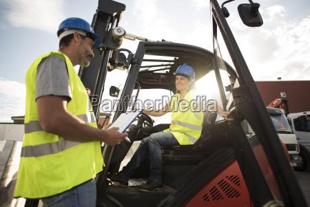handwerker verkehr verkehrswesen fahrzeug vehikel deal