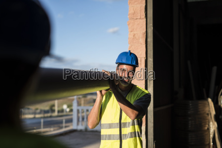 handwerker spanien deal geschaeft business geschaeftsleben