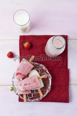 buttermilk ice cream strawberry and vanilla