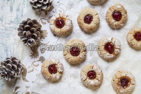 hausgemachte weihnachtskekse miniaturkekse saisonale dekoration