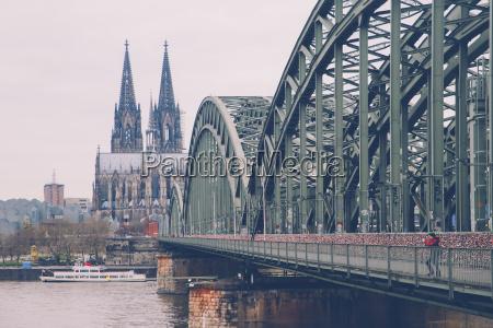 deutschland koeln frau macht foto an
