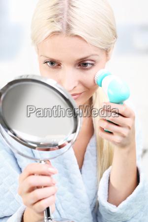 buersten sie ihr gesicht zu waschen