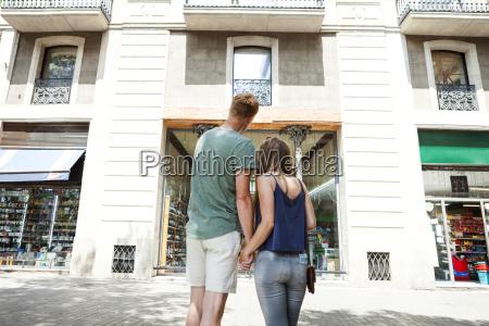 spain barcelon back view of couple