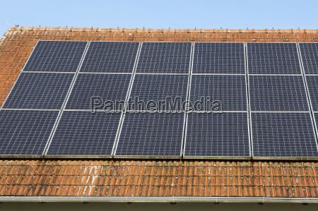 photovoltaikanlage auf einem ziegeldach