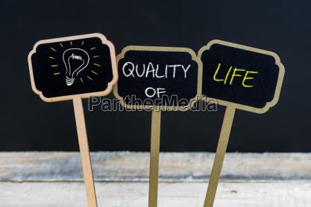 konzeptbotschaft qualitAEt von life und gluehbirne