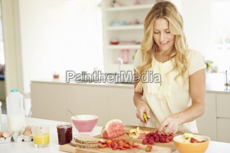 woman preparing healthy breakfast in kitchen