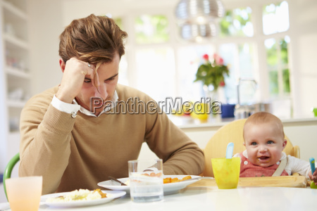 vater gefuehl zu babys mealtime depressive