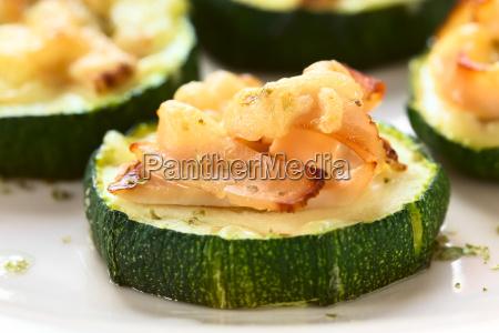gebackene zucchini mit schinken und kaese