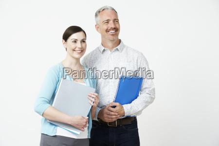 studio portrait von maennlichen und weiblichen