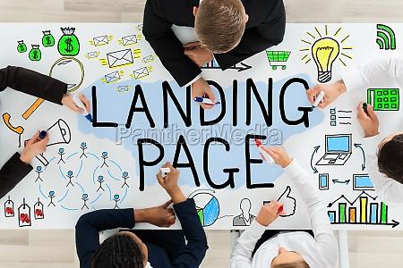 geschaeftsleute zeichnung landing page konzept auf