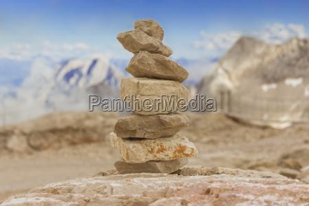 turm aus steine in berge fuer
