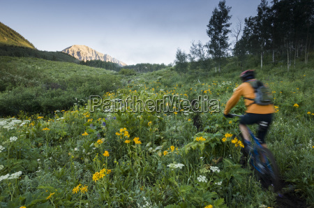 man mountain biking on the snodgrass