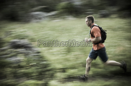 male trail runner in albion basin