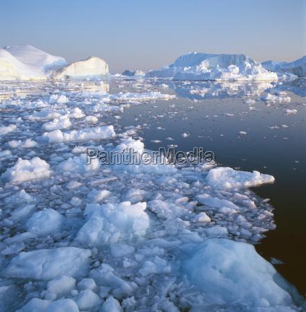 eisberge in den gewaessern der disko