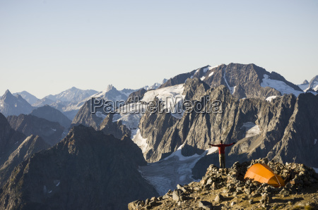 man hiking on the sahale arm