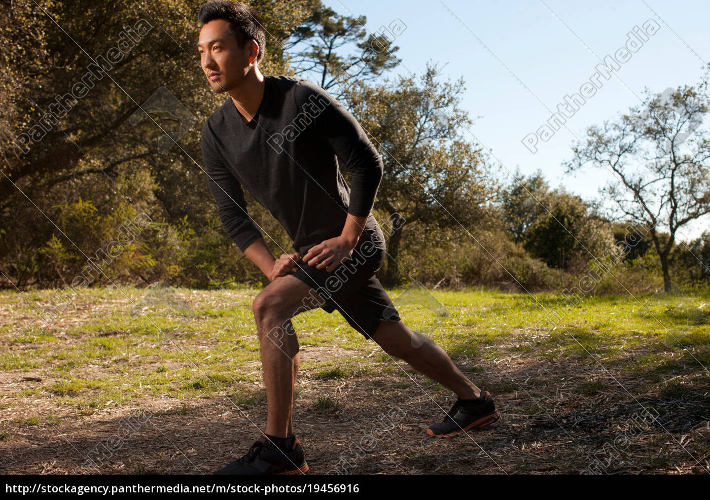 runner, stretching, in, park - 19456916