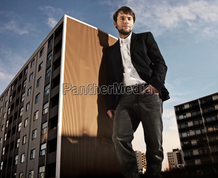 oversized man leaning on building