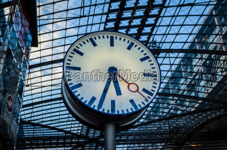 clock in train station