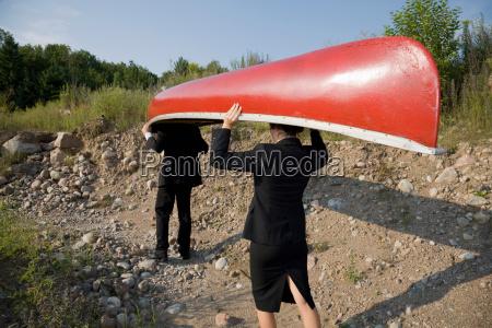 geschäftsleute, kanu, tragen - 19475578