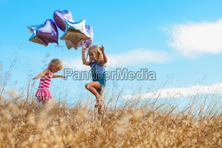 girls playing with balloon mt diablo