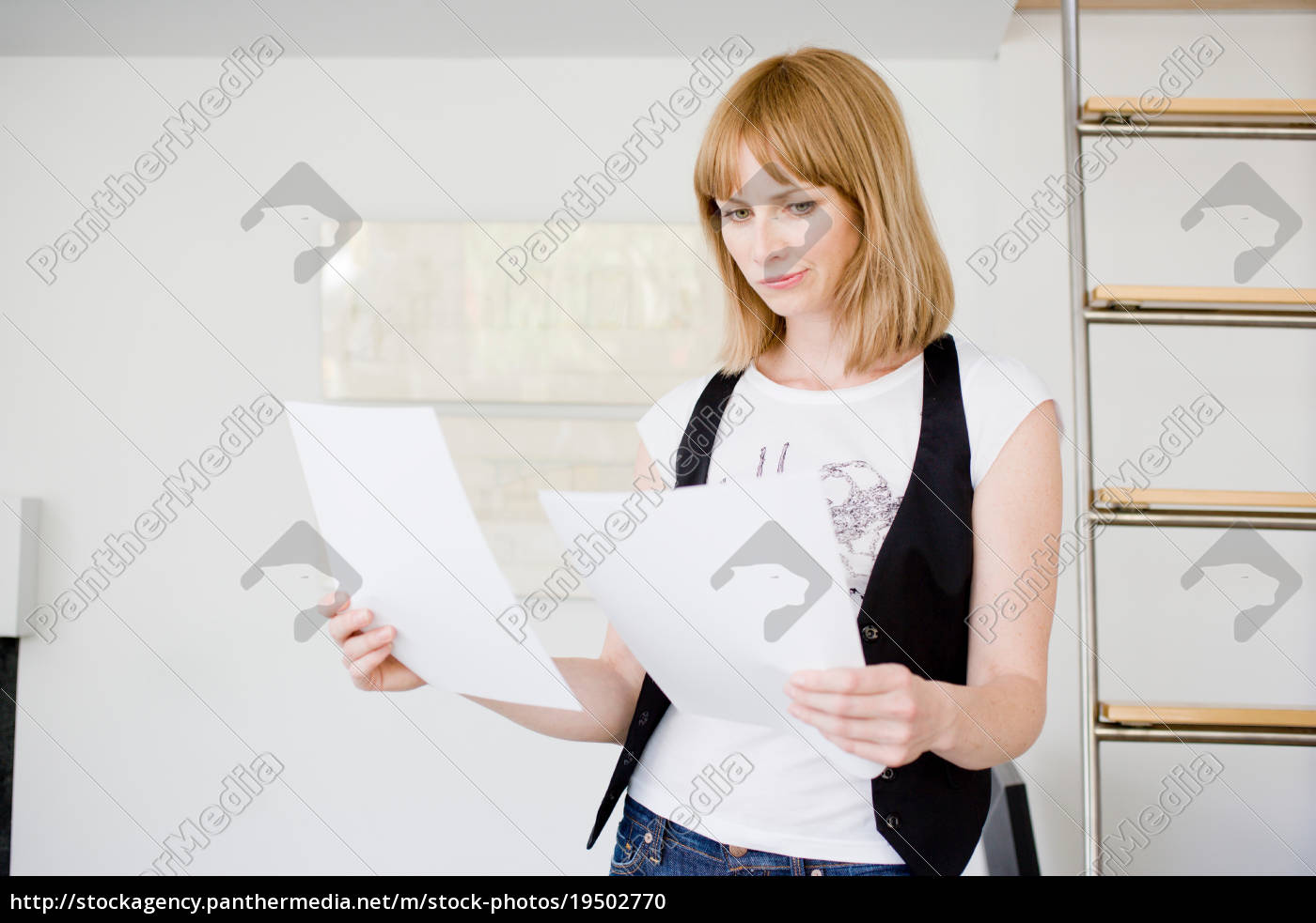 businesswoman, studying, papers - 19502770