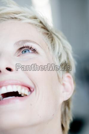 woman using credit card on internet