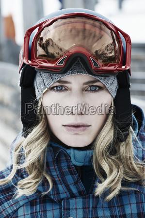 frau fahrt reisen mode winter austria