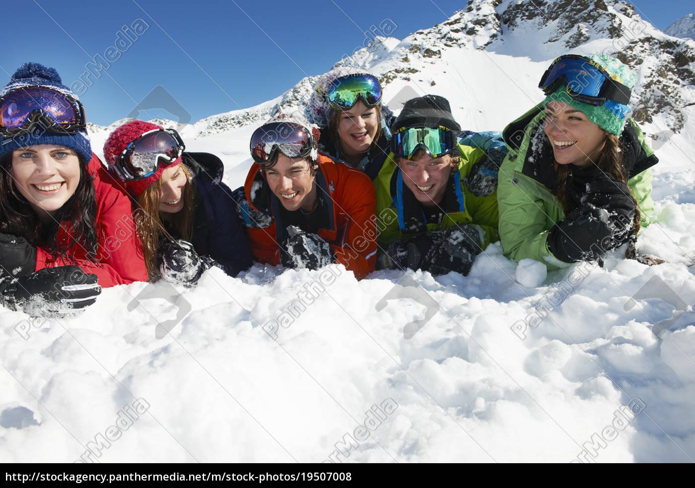 freunde, liegen, auf, schnee, kuhtai, Österreich - 19507008