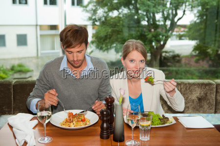 couple eating together at restaurant
