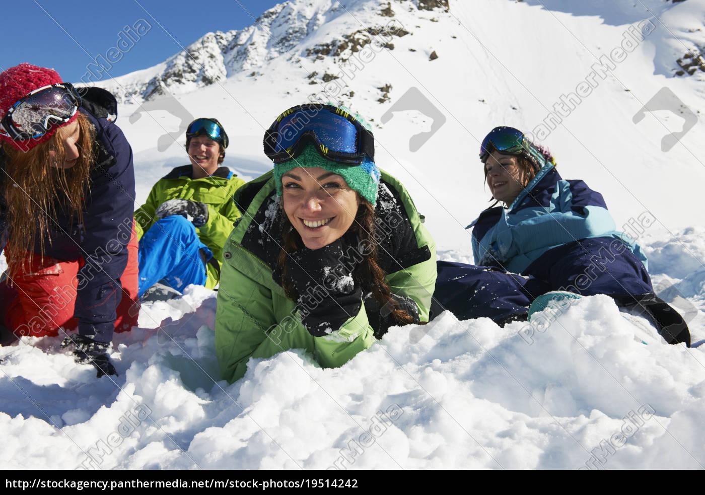 freunde, liegen, auf, schnee, kuhtai, Österreich - 19514242