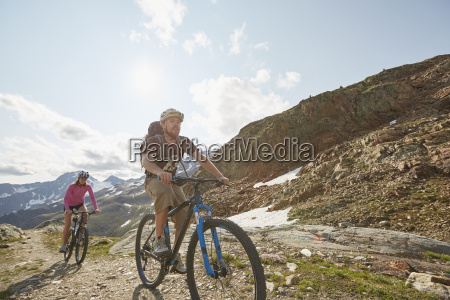 young couple mountainbiking at val senales
