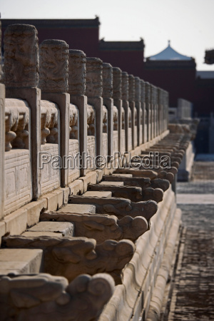 chinese dragon statues on wall