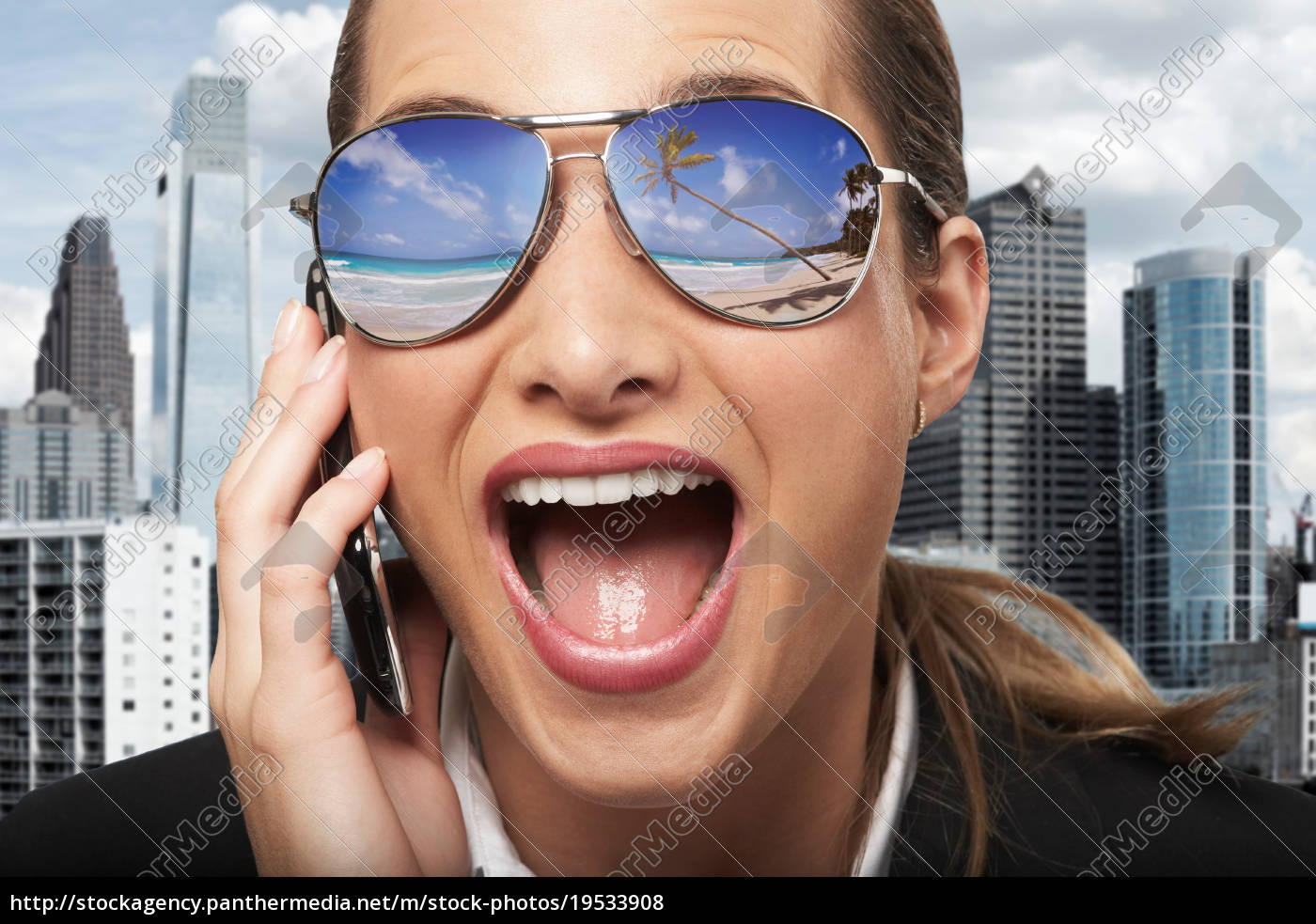 business, woman, with, sunglasses, on - 19533908