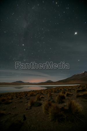 sterne leuchten hell ueber altiplano bolivien